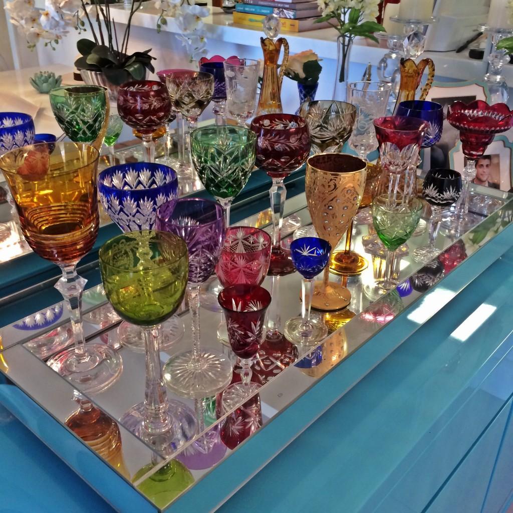 bandeja taças decorativas e coloridas