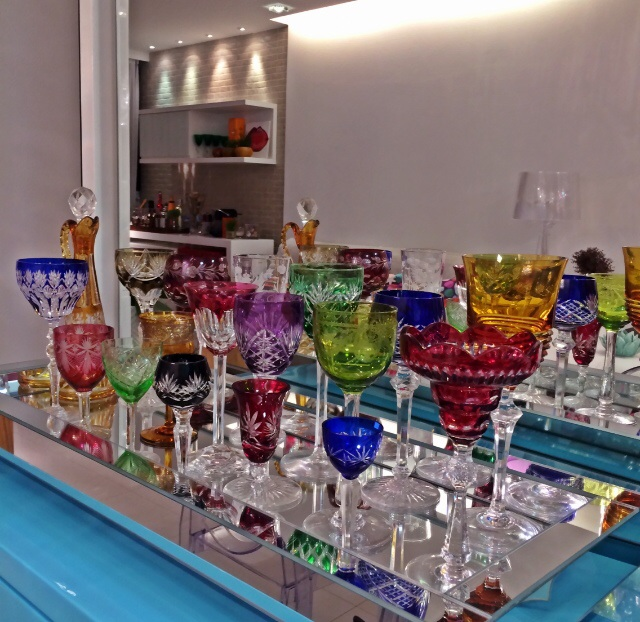 bandeja taças coloridas